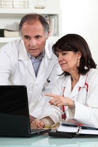 Doctors-looking-at-a-hosted-computer